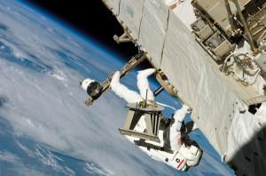 Uzayda Astronotlar Çalırlarken
